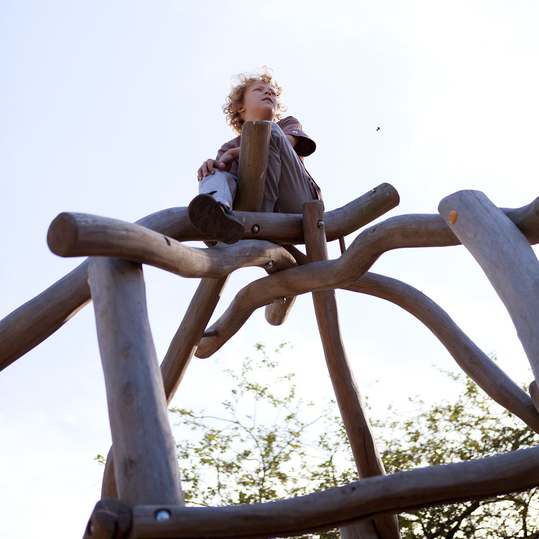 Ik ben Oti, 9 jaar. Ik houd van klimmen maar ik mag niet hoger dan 3 meter.
