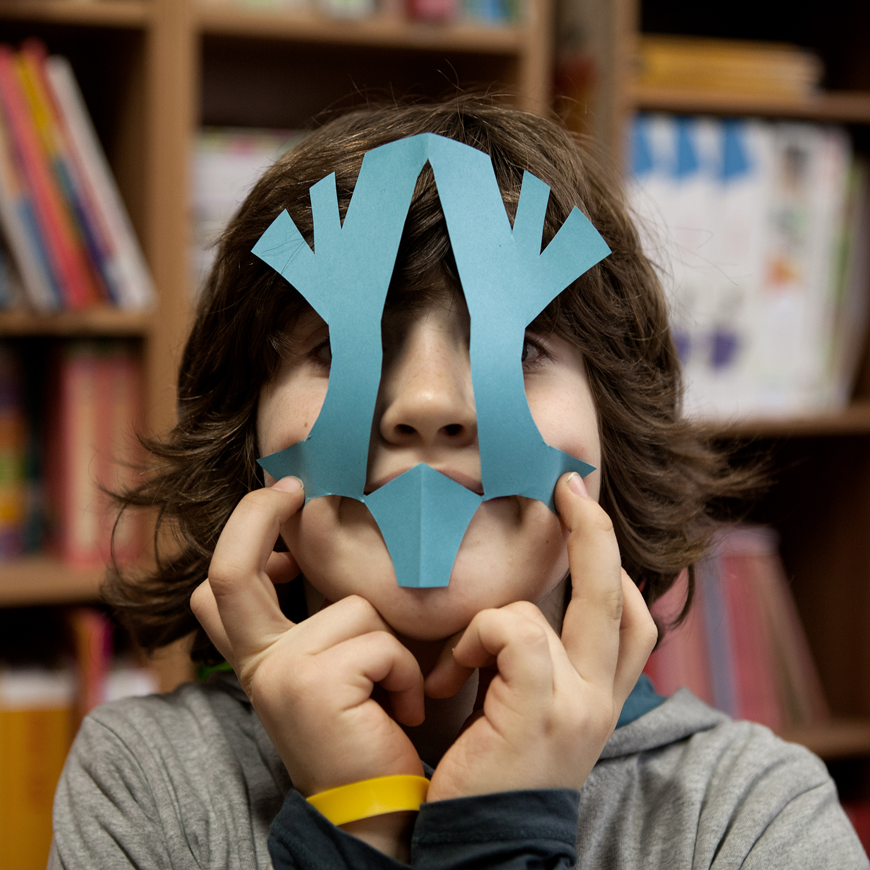 Ik ben Orlin, 9 jaar. Mijn moeder helpt vanmiddag de school versieren. Ik help ook