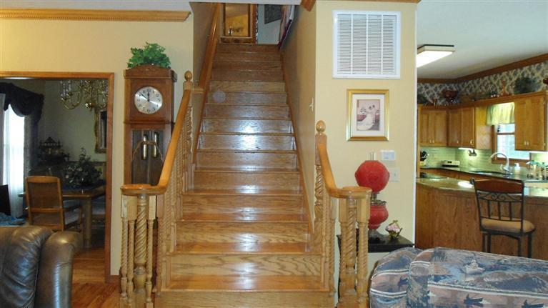 stairway upstairs.jpg