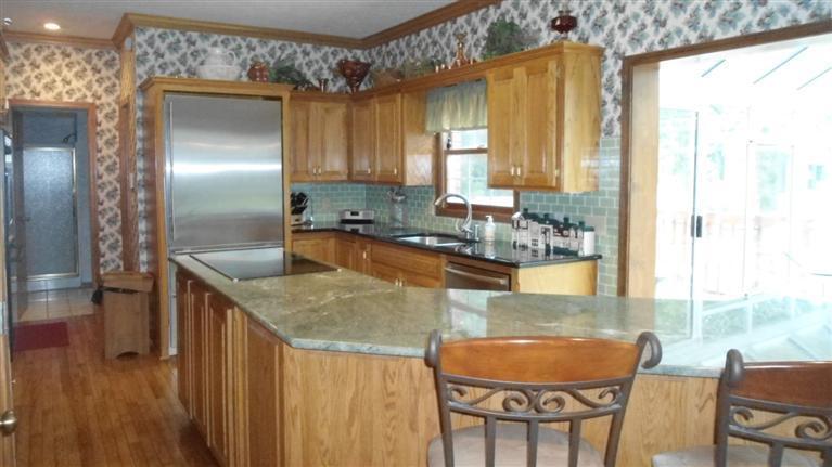 more kitchen.jpg