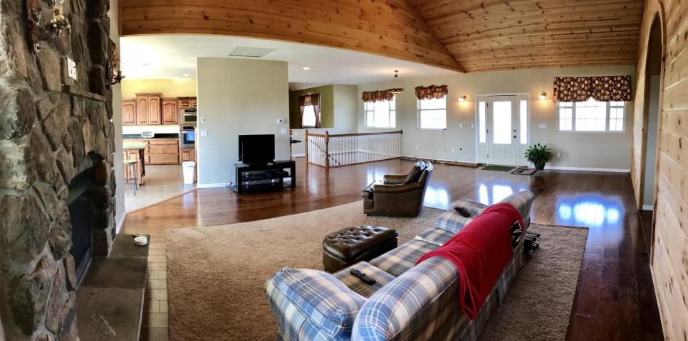 Front living area-2.jpg