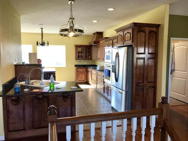 Sideview of kitchen.jpg