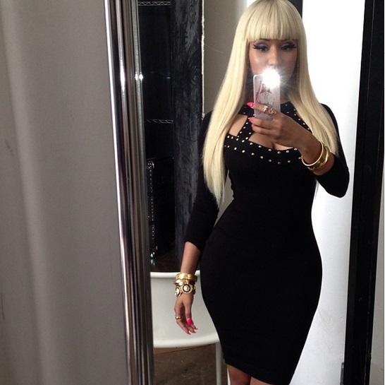 Selfie Curves - Kim Kardashian
