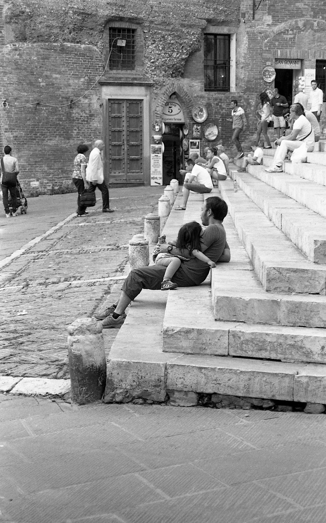 naptime on the steps in Sienna. 35mm.