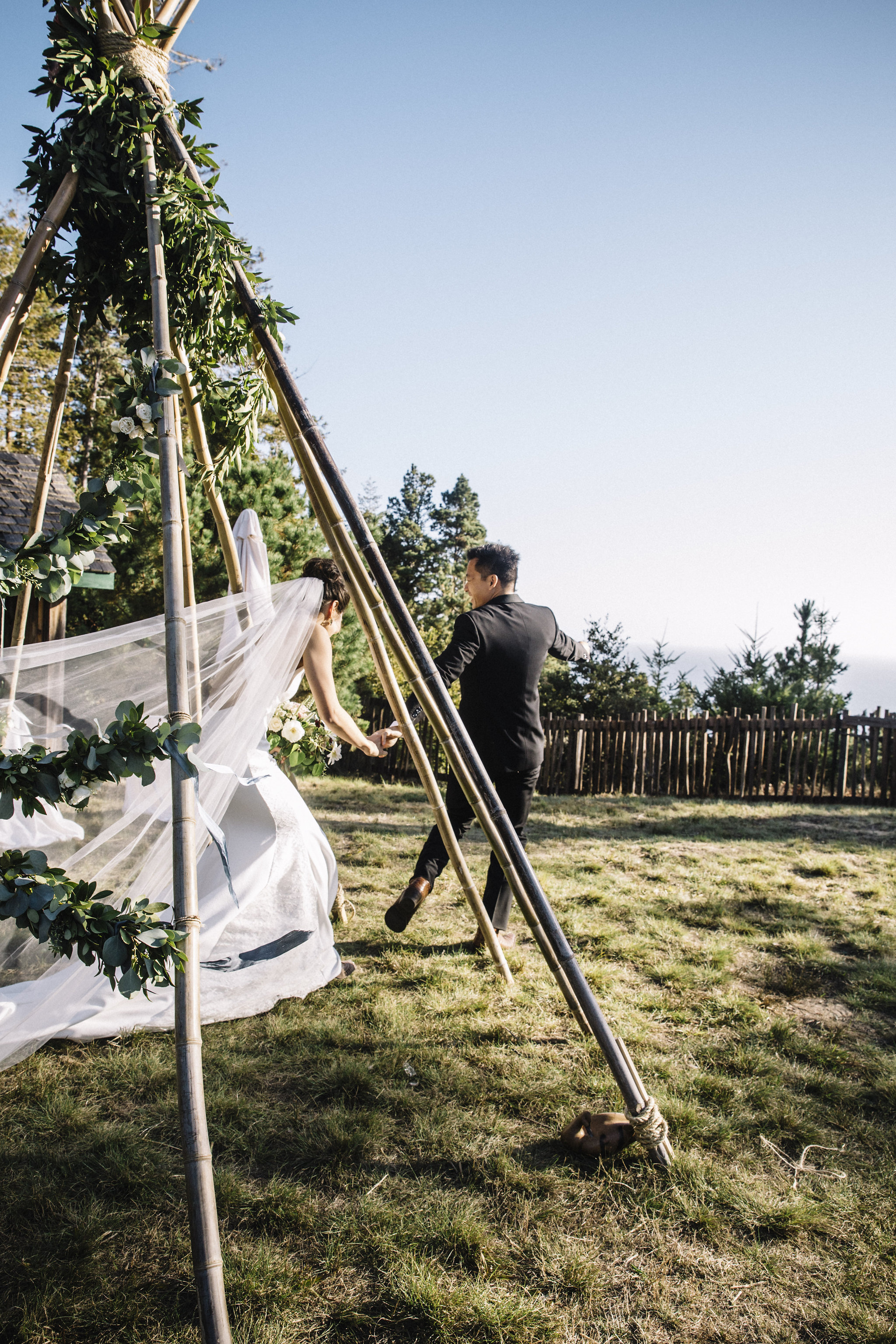 Sea Ranch Wedding with Venn Floral, Downey Street Events, Paula De Luc, and Lucille Lawrence