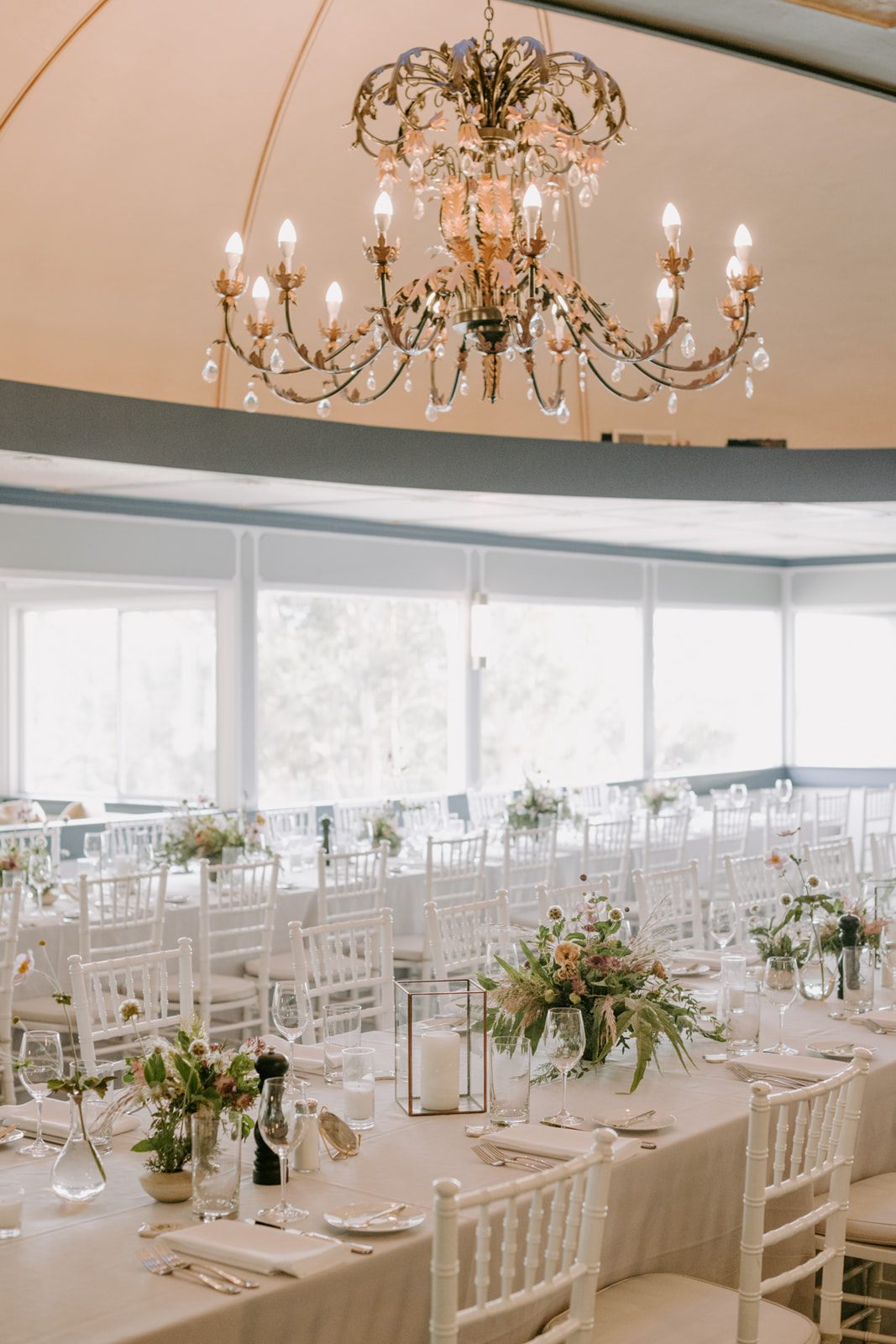Fine art wedding flowers in light earth tones by Venn Floral photographed by Kristen Marie Parker in Northern California
