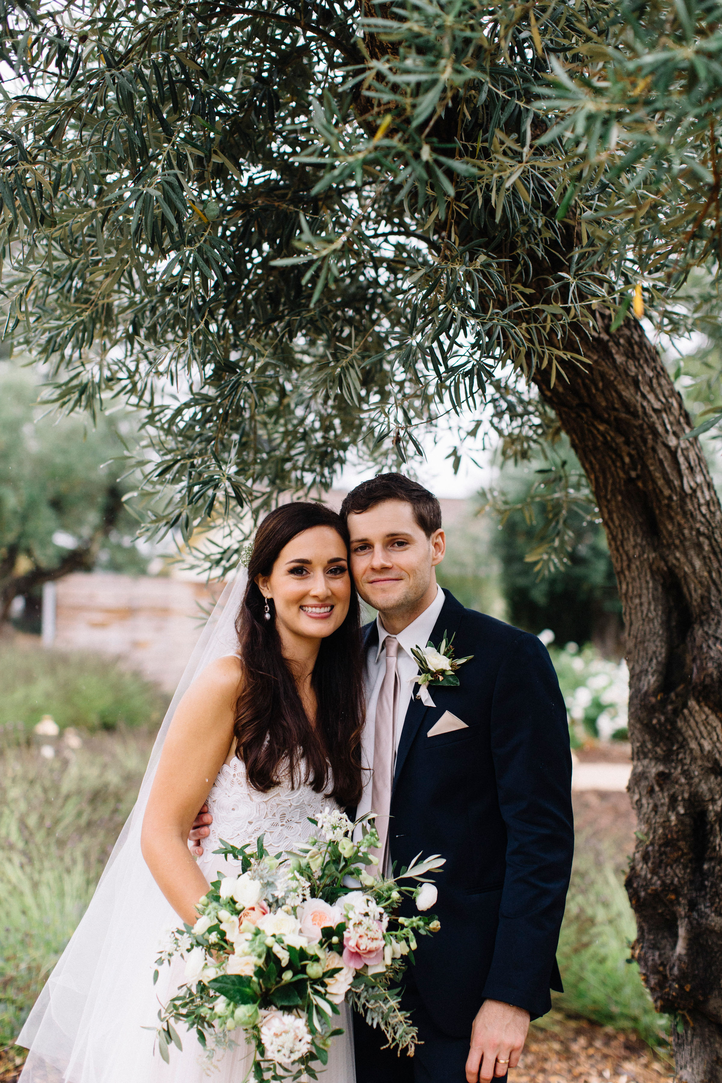 Organic textural wedding flowers  in Northern California by Venn Floral photographed by Lucille Lawrence in Healdsburg