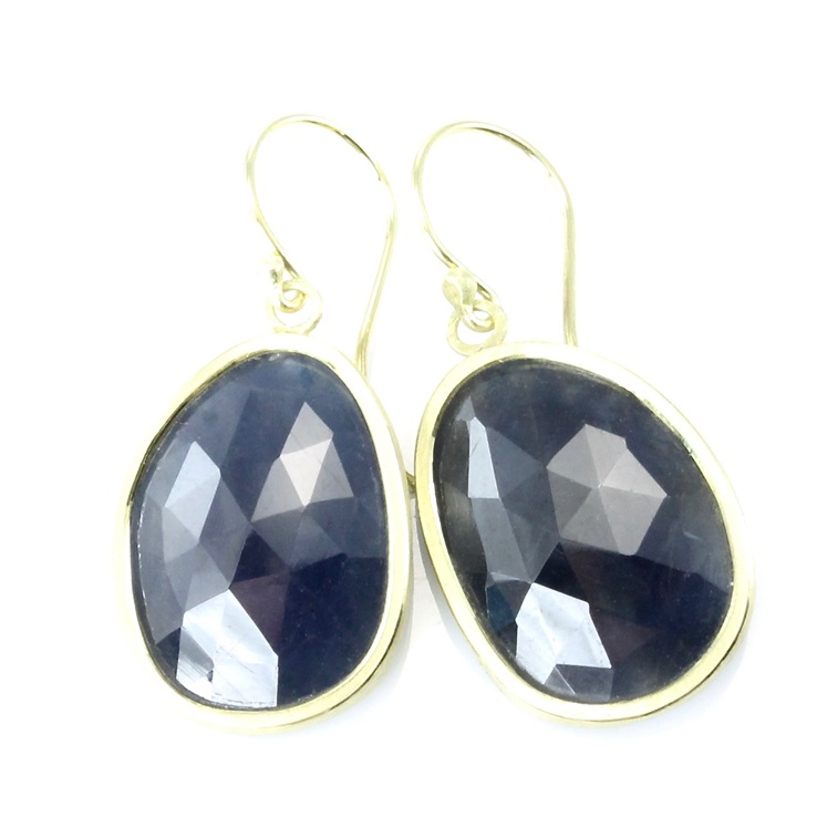 Blue sapphire simple dangles with 18k gold