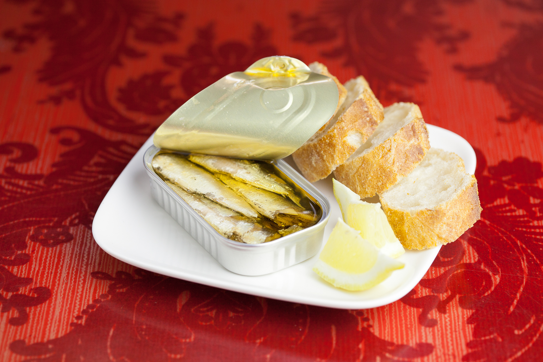 Jose Gourmet, Sardinhas Petingas Picantes (Spiced Small Sardines).jpg
