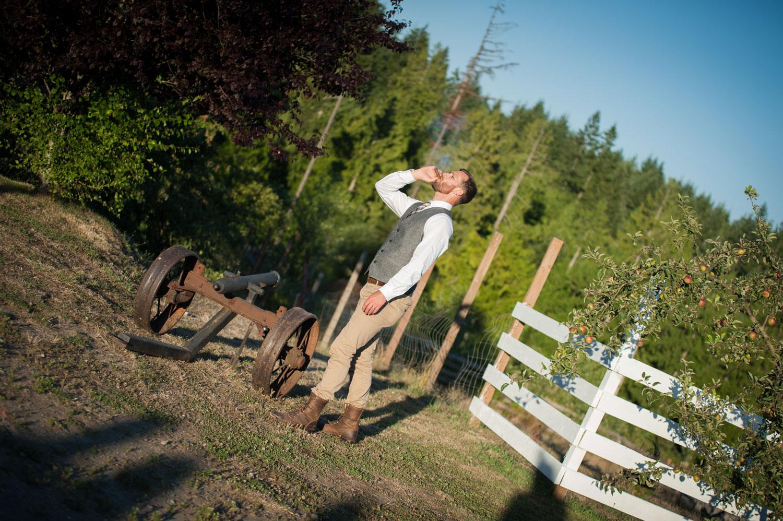 bellevue-wedding-photographer-outdoor-rustic-farm-groom.jpg