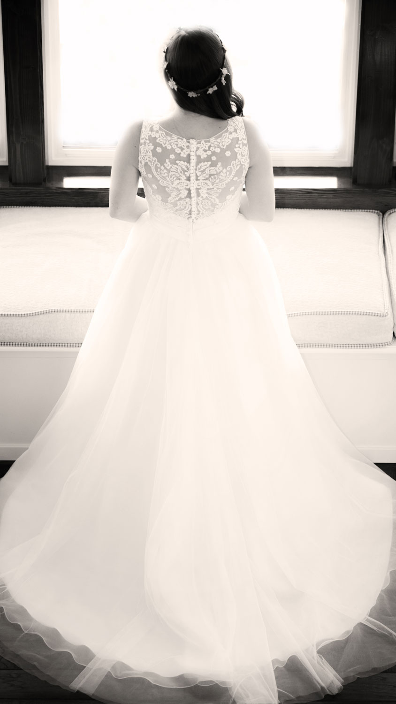 raspberry-ridge-farm-poulsbo-kitsap-wedding-photographer-dress.jpg