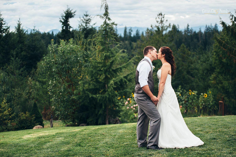 Raspberry Ridge Farm Bed Breakfast Poulsbo outdoor wedding