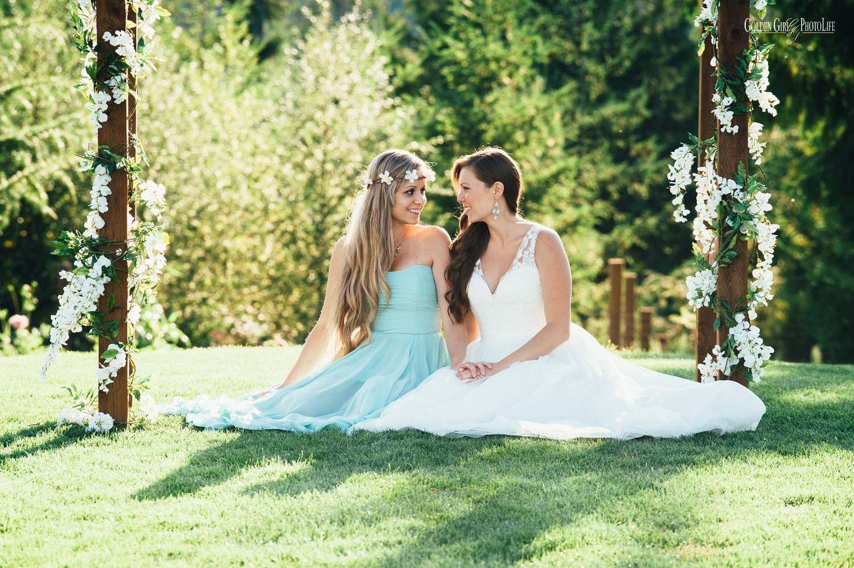 Poulsbo Raspberry Ridge Farm Wedding | bride and sister love