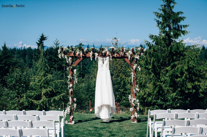 raspberry-ridge-farm-poulsbo-wedding-photographer-scenery-dress.jpg