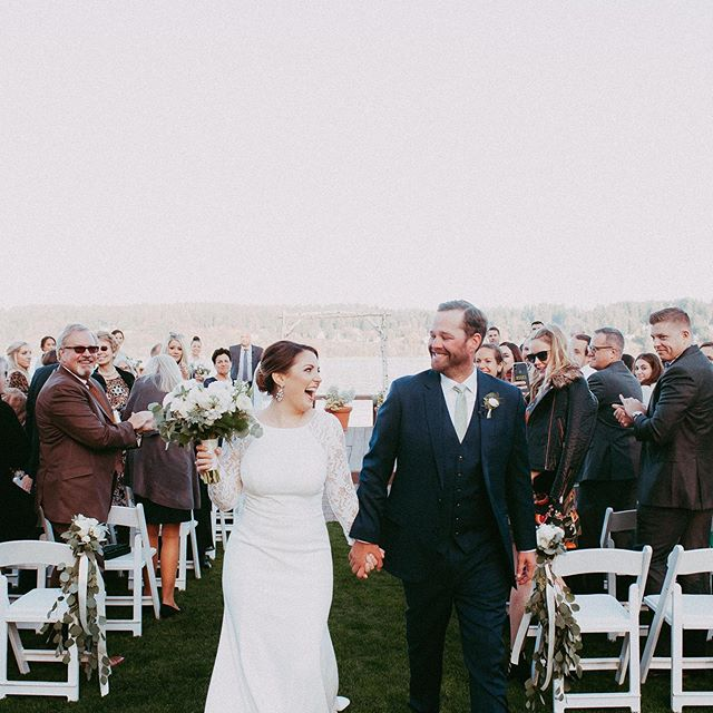 Look at those smiles!! 🥳🙌🥂#foreverfeeman . . . . . . Venue // @kianalodge  Florals // @gardenpartyuberflowers  Gown // @bhldn  Hair & Make-up // @bridalbeautyagency  Videography // @pixeldust_weddings  Photography // @goldengirlphoto