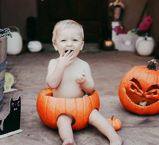 My most favorite type of #pumpkinpie! 🎃  #happyhalloween #letthembelittle #childhoodunplugged #clickinmoms #momtogs