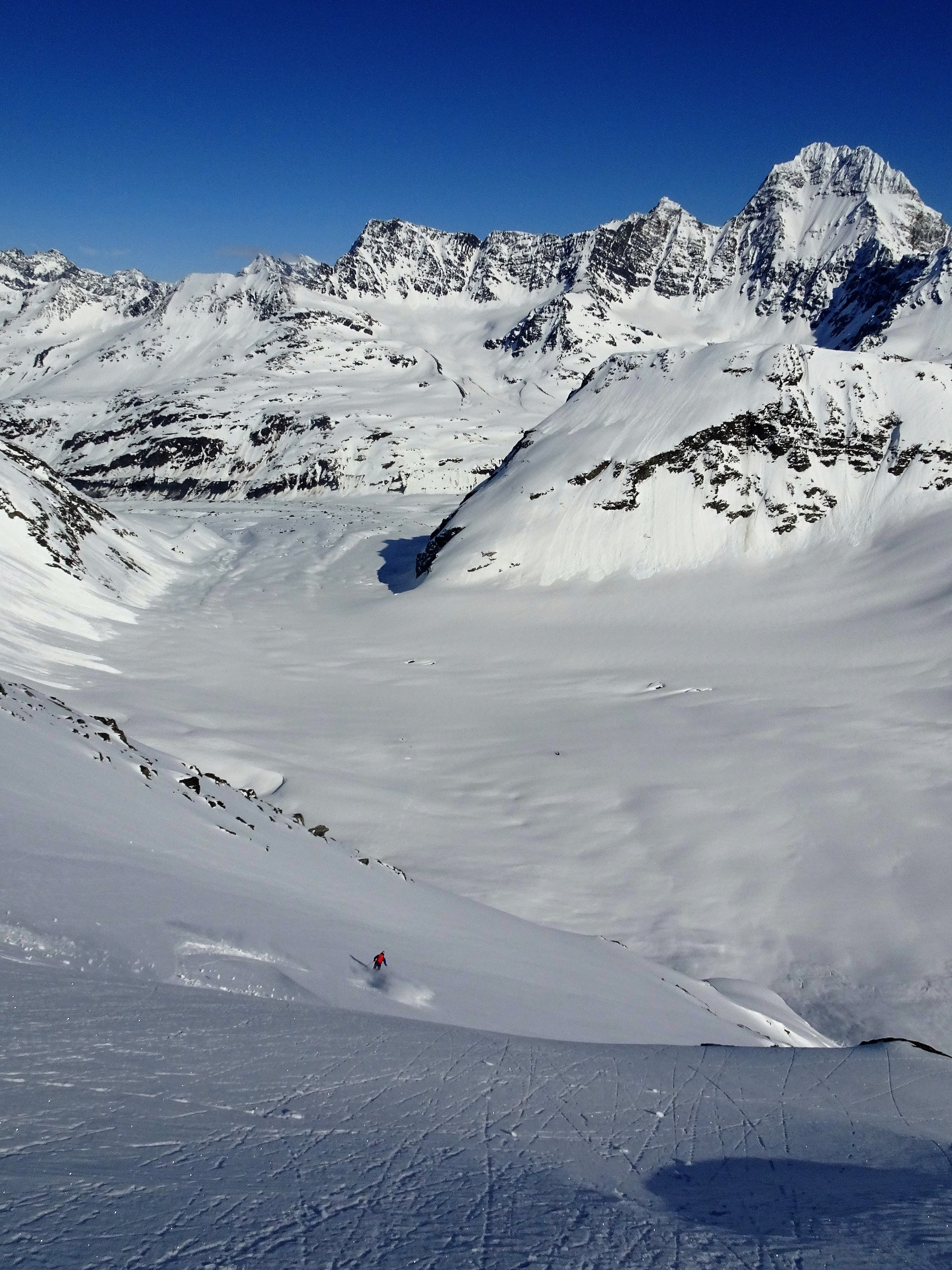 What we waited all week for. Endless steep powder in the high alpine under blue skies.