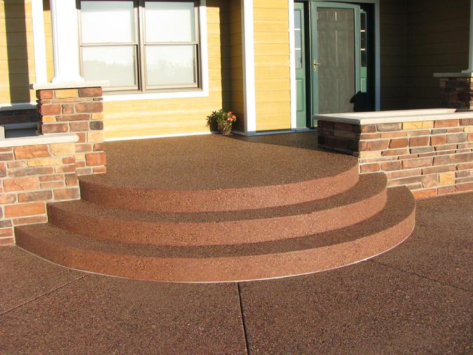 Rounded Colored Exposed Aggregate Step