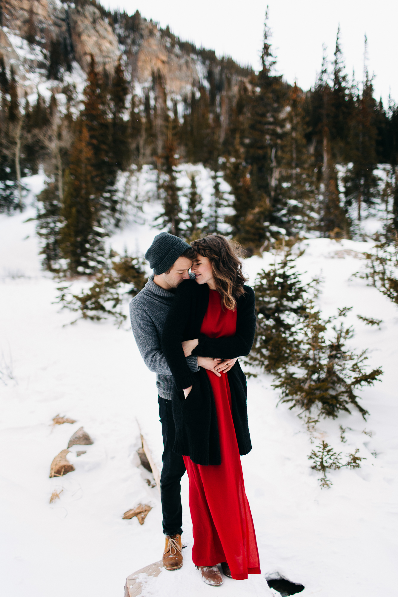 LEXIE + JAKE | WINTER ADVENTURE SESSION AT DREAM LAKE IN ROCKY MOUNTAIN NATIONAL PARK