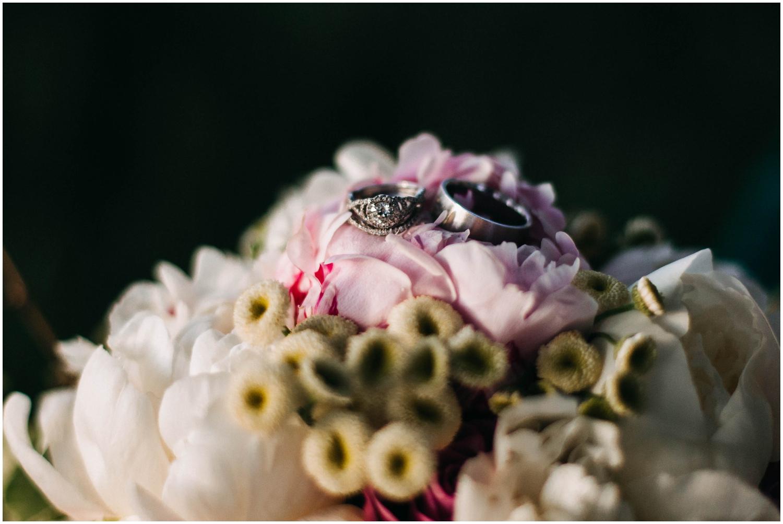 Courtney+Jamie_modern_vail_village_wedding_colorado_taylor_powers_0146.jpg
