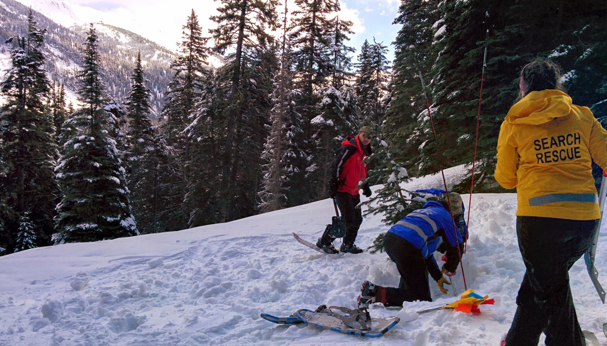 Digging for a buried transceiver during an Organised Avalanche Rescue course.