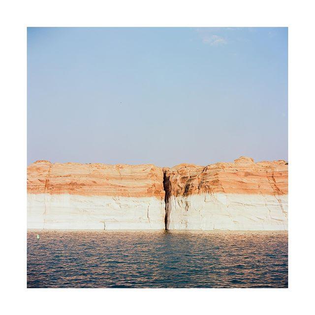 Antelope Canyon . . . . . .  #hippomag #lakepowell #antelopecanyon  #gominimalmag  #arizona #somewheremagazine  #taintedmag #imaginarymagnitude #paperjournalmag #burnmagazine #weltraumzine #oksfieldmag  #dazedandexposed #mytinyatlas  #rentalmag#mack_books  #anotherplacemagazine #minimalzine  #artwista_gallery  #lensculture #millennium_images #palepalmcollection #photo_collective #rentalmag