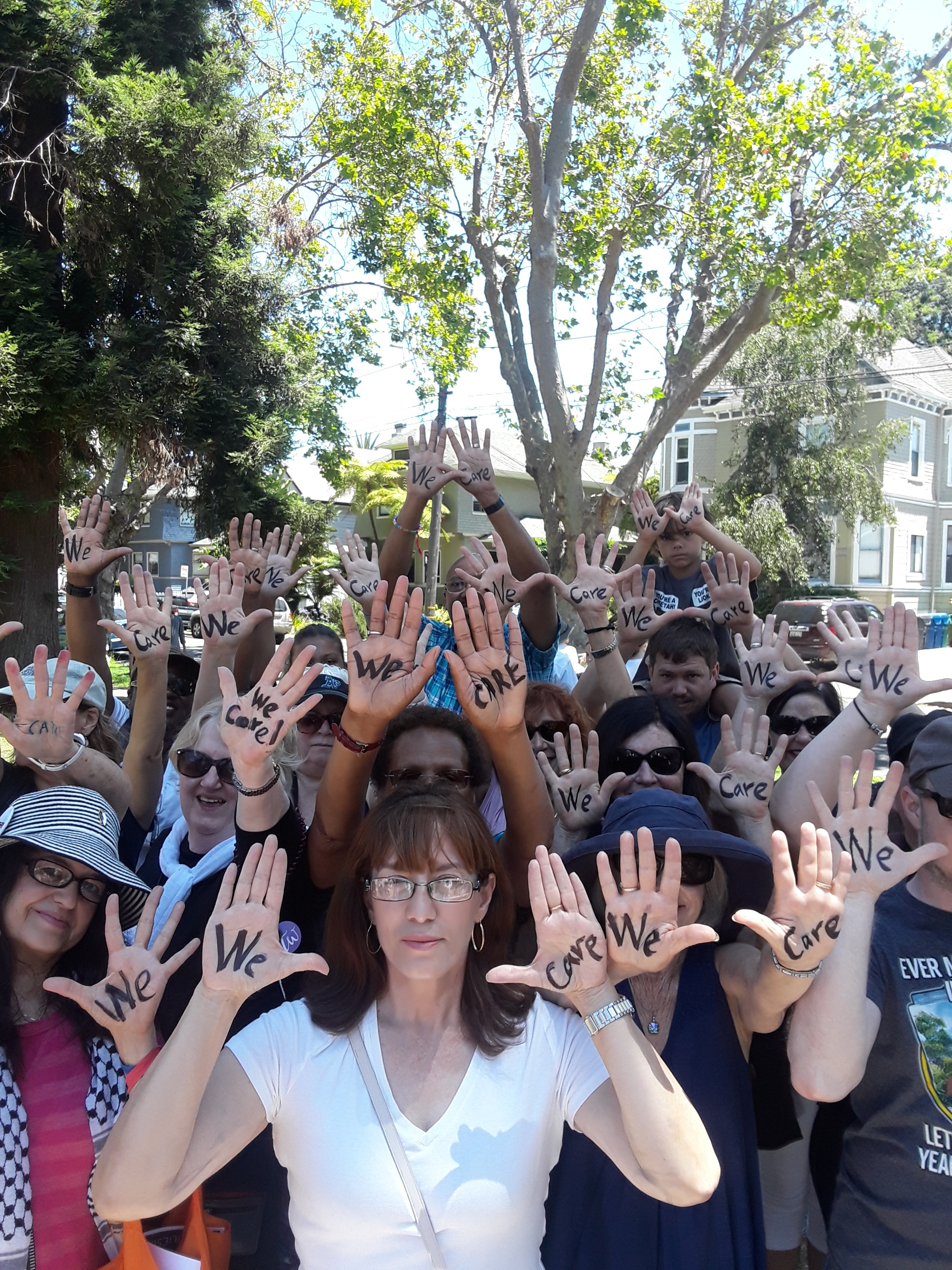 Alamedans show their support for families separated at the border