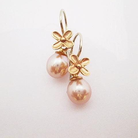 Visací náušnice s vyměnitelnou perlou v kombinaci růžového a bílého zlata 585/1000.