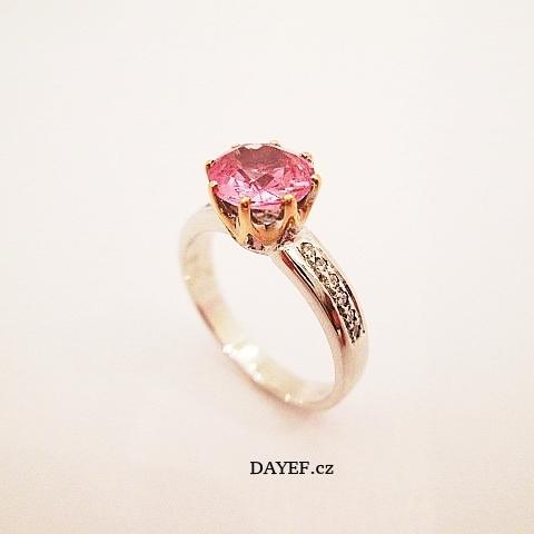 Prsten bílé zlato s růžovou korunkou 585/1000, brilianty 12 ks,VSG, 0,18ct,  Přírodní Spinel - Barma 0,745ct.  Cena 32200,-Kč.