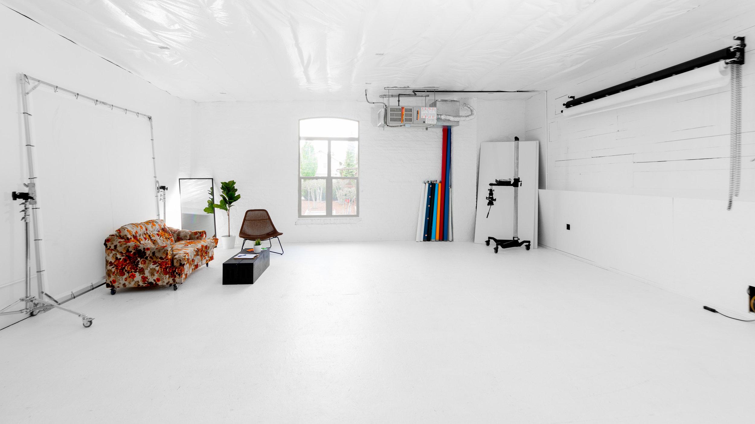 spencer wallace photo studio rental video-1 copy.jpg