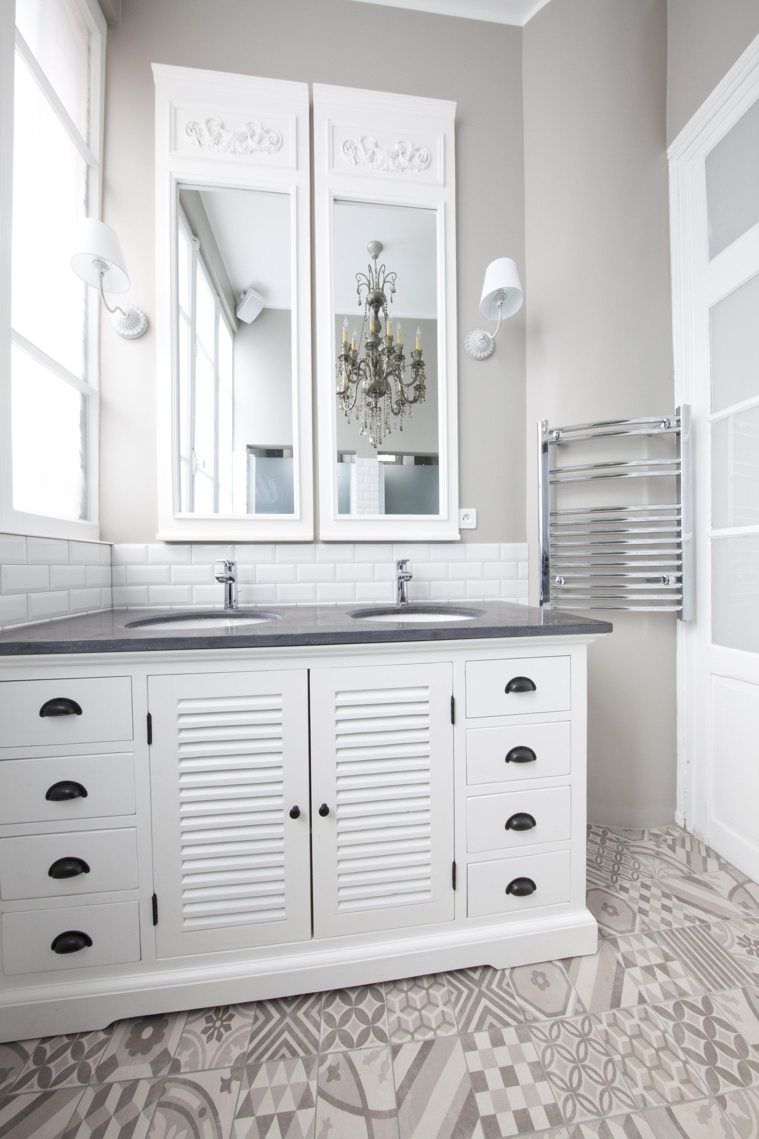 LAD_HUNT_Bathroom.jpg