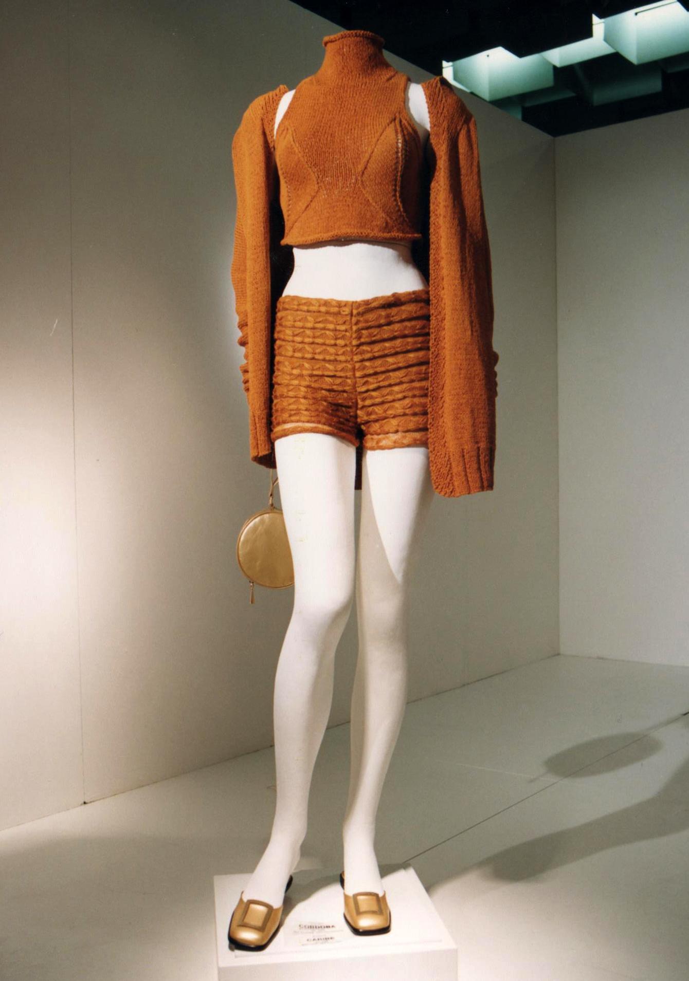 GiulianoeGiusyMarelli_ItalianSummer_2001_MadeInItaly_Knitwear_Design_2.jpg