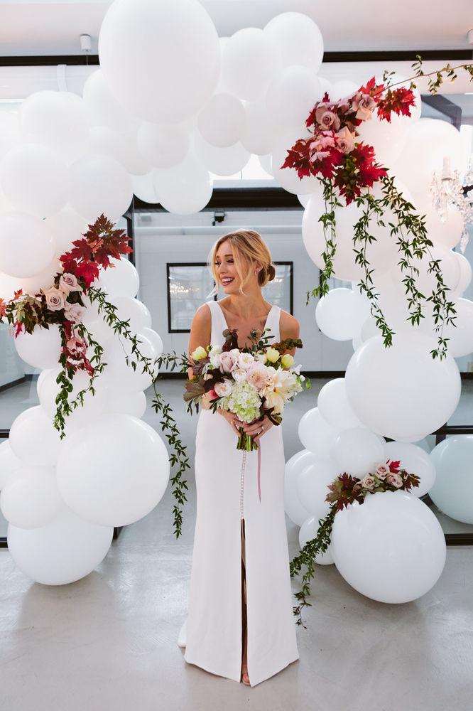 fullpage_LENZO-Autumn-Wedding-balloon-arch.jpg