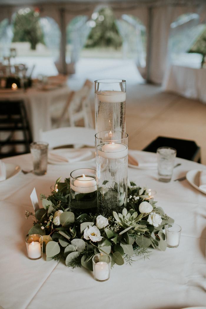 Image Credit:  Lauren Louise Photography  via  JuneBug Weddings