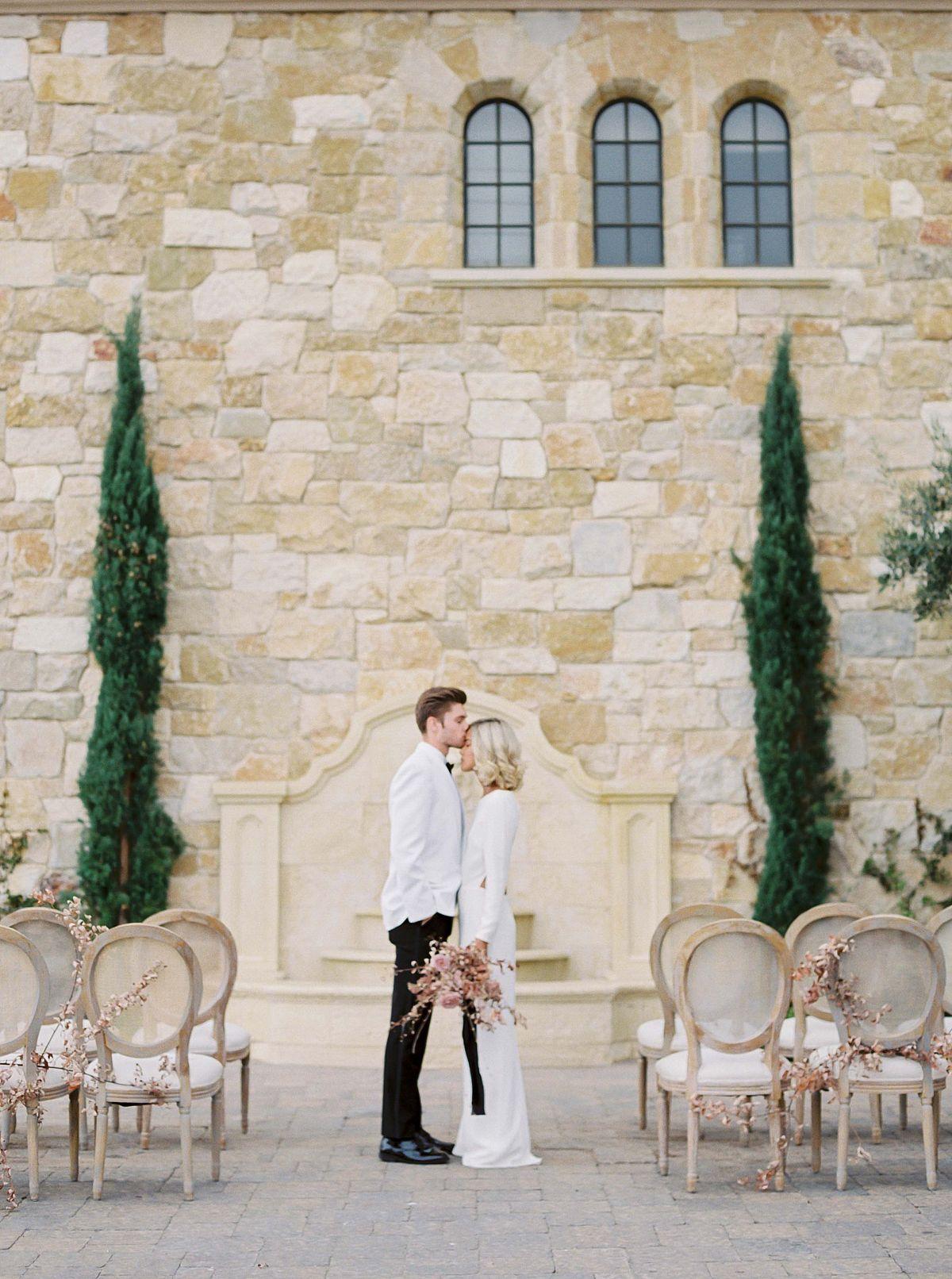 Photo by  Donny Zavala  via  Wedding Sparrow