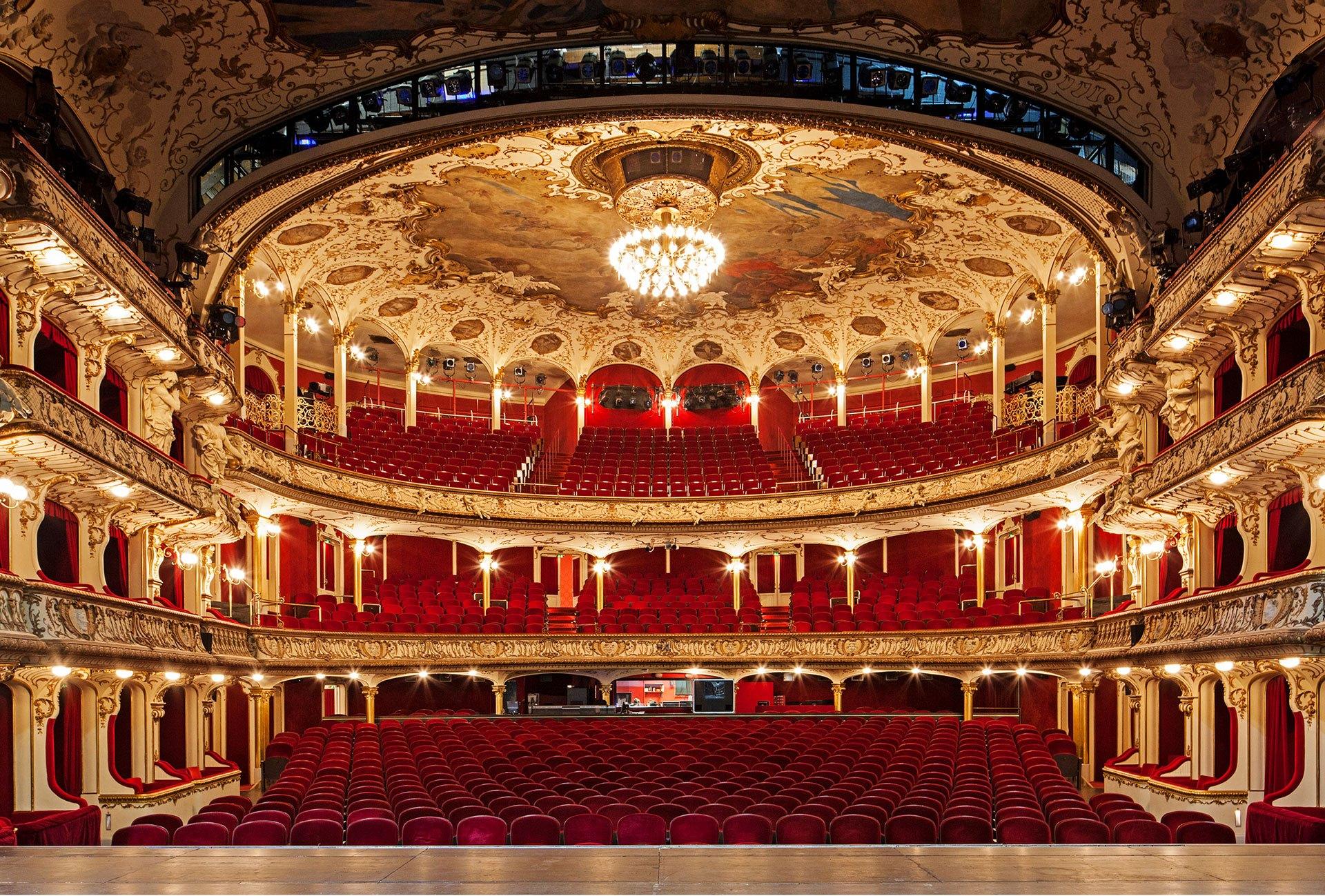 [[Staatsoper Stuttgart, Zuschauerraum///State Opera Stuttgart, Auditorium]]