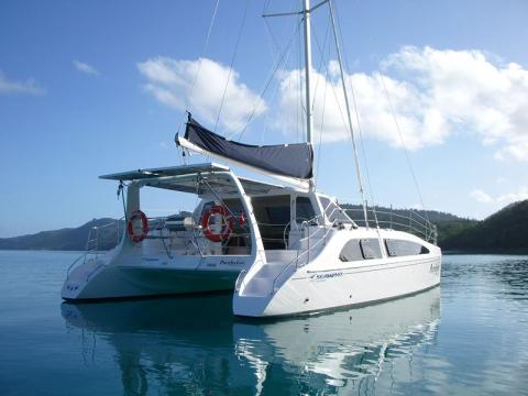 SEAWIND   The Seawind offers all around visibility and an innovative Tri-Dolding Door System that opens up into a large entertaining space.   Length:  50 feet  Number of Passengers:  6