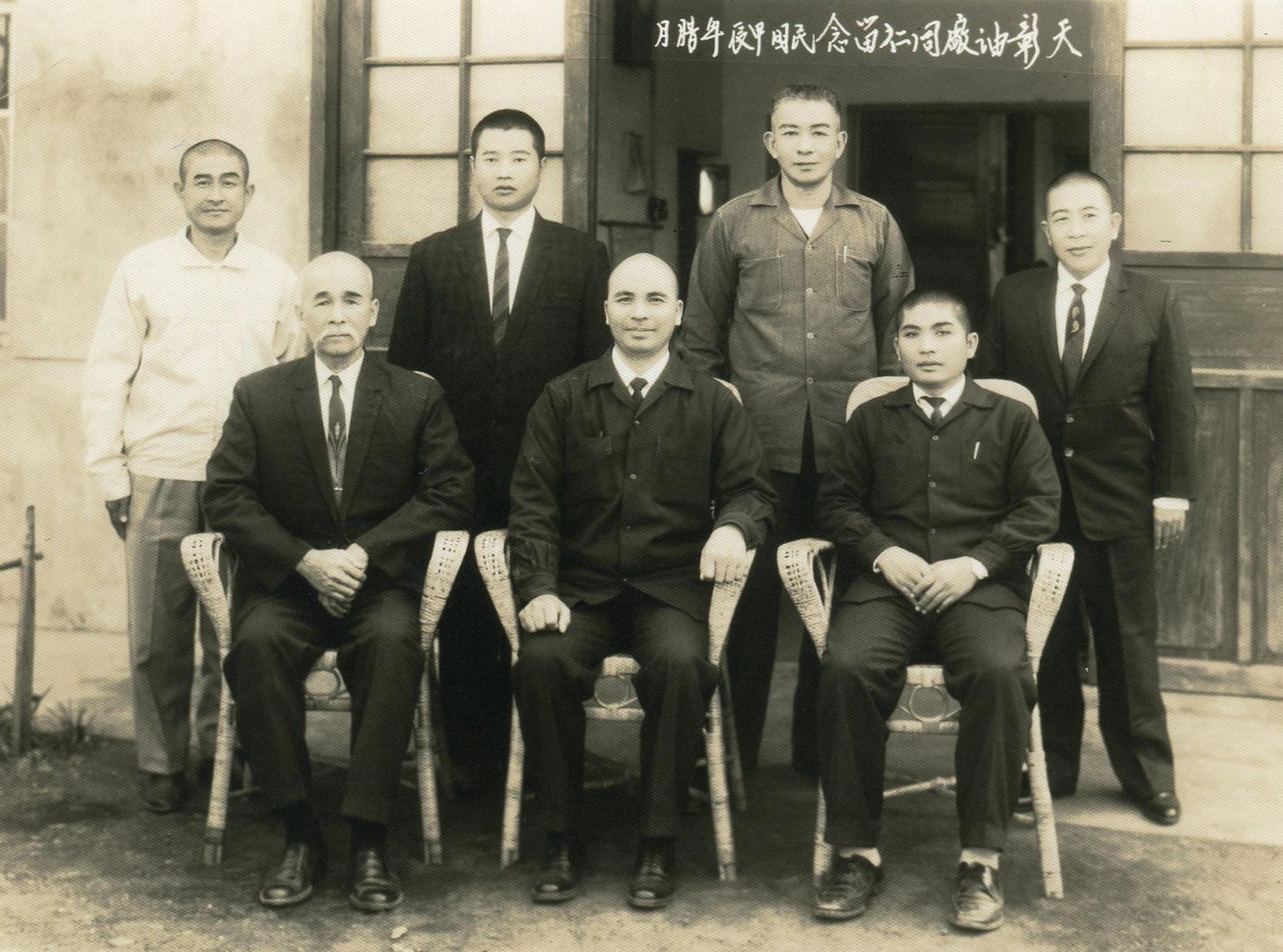 後排最左方為陳翻江總點傳師,最右方為孫總點傳師。