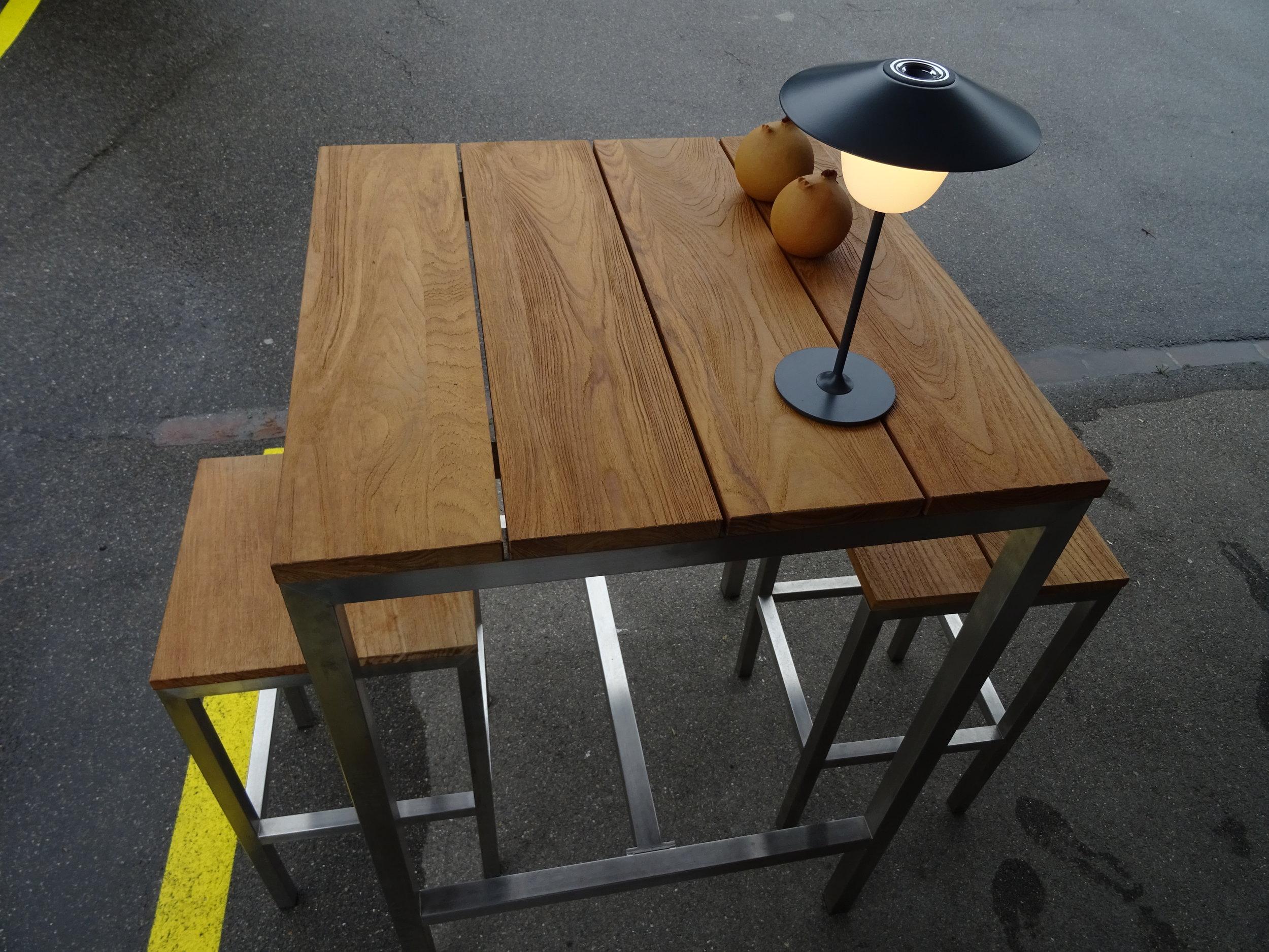 Teakholz Bar, Edelstahl Gestell - Bartisch Quadratisch H114xB80xL80cm, 2x Barhocker H78xB40xL40cm,