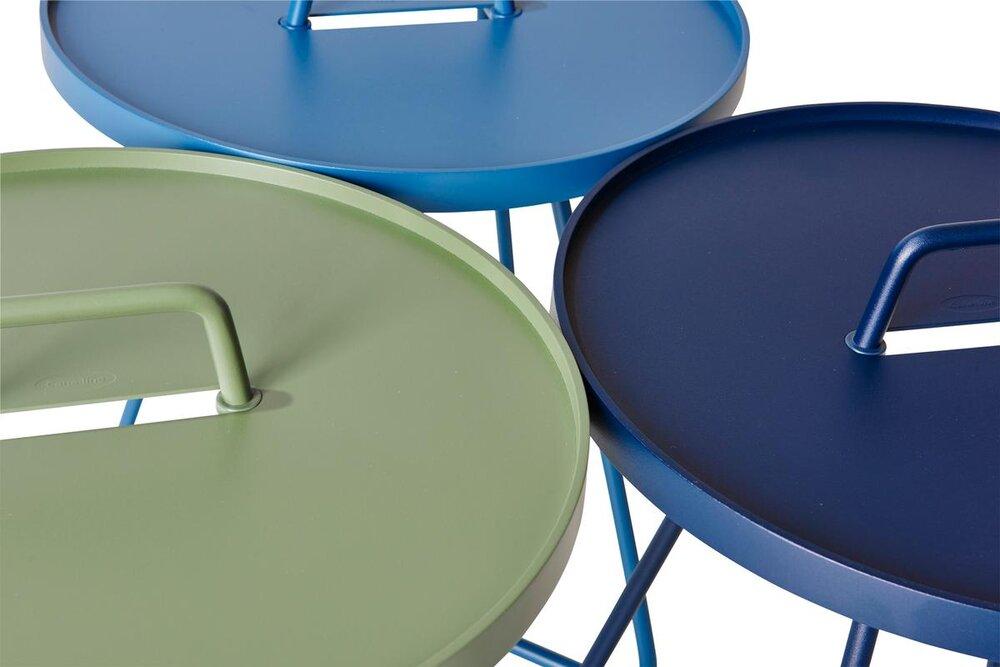 Cane line outdoor Beistelltisch - Tragbare Beistelltische aus Aluminium mit abnehmbaren Tablett. Ausführung in verschiedenen Farben.