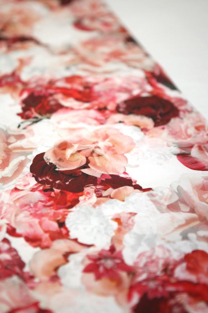 Red Rose Tablerunner