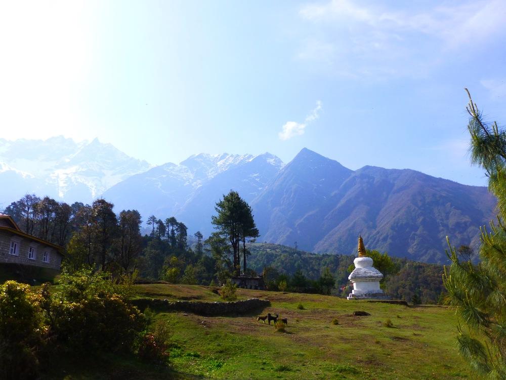 Stupas_next_to_village.jpg