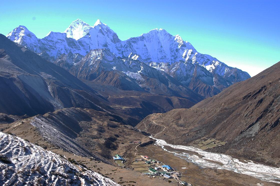 EverestGokyoLake_Valley2_AANepal.JPG