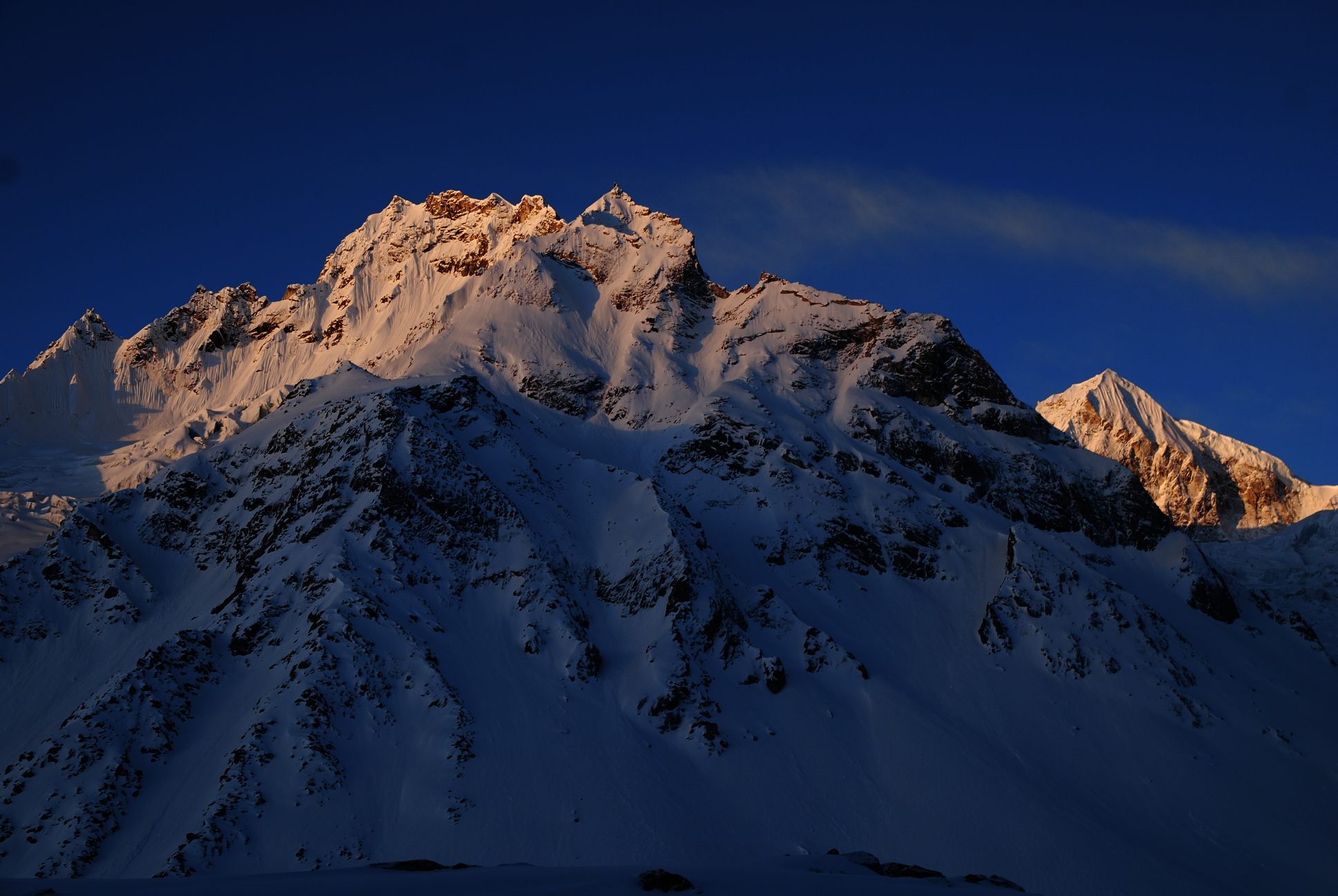 Manaslu_EarlyMorning_AANepal.JPG