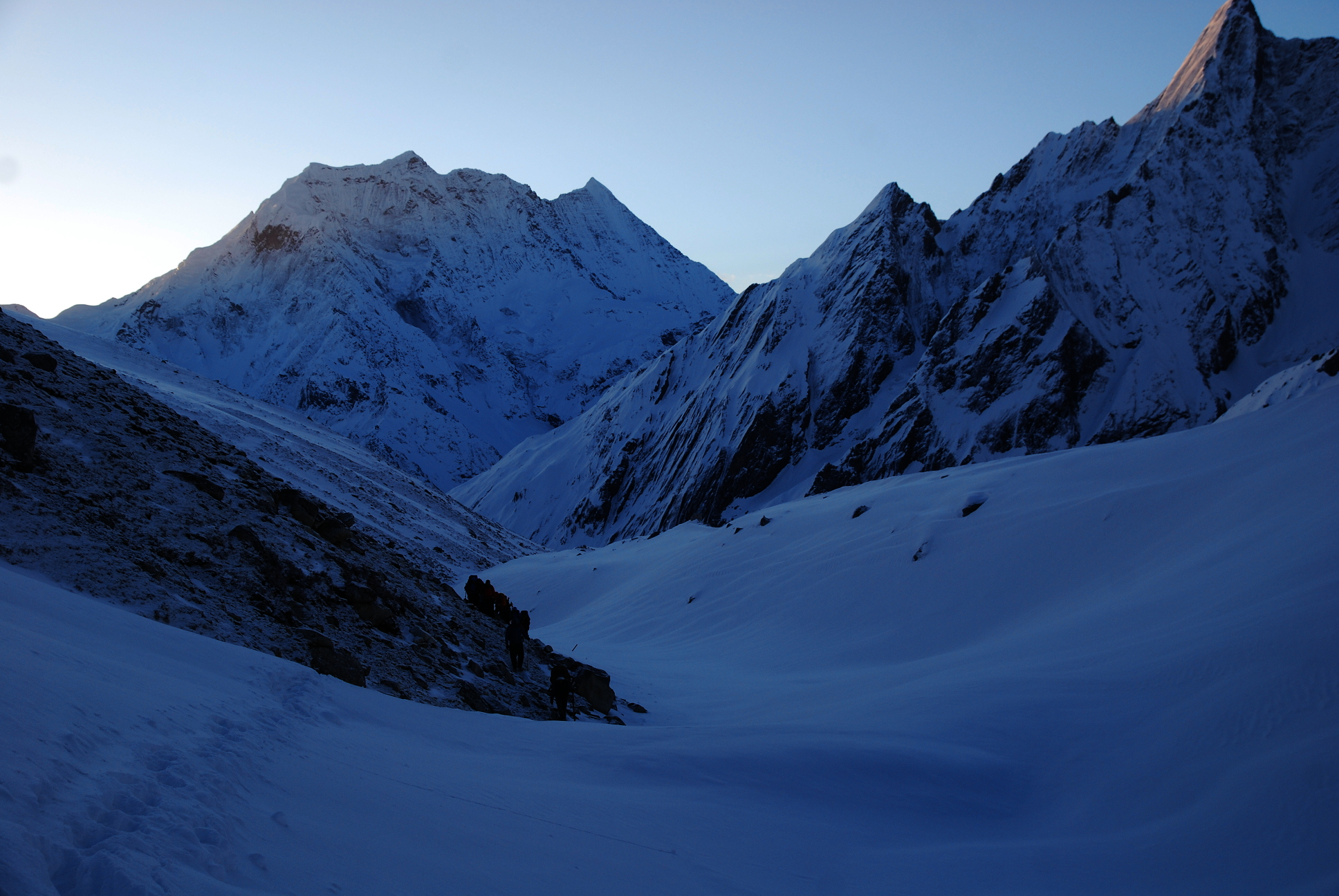 Manaslu_EarlyMorning2_AANepal.JPG