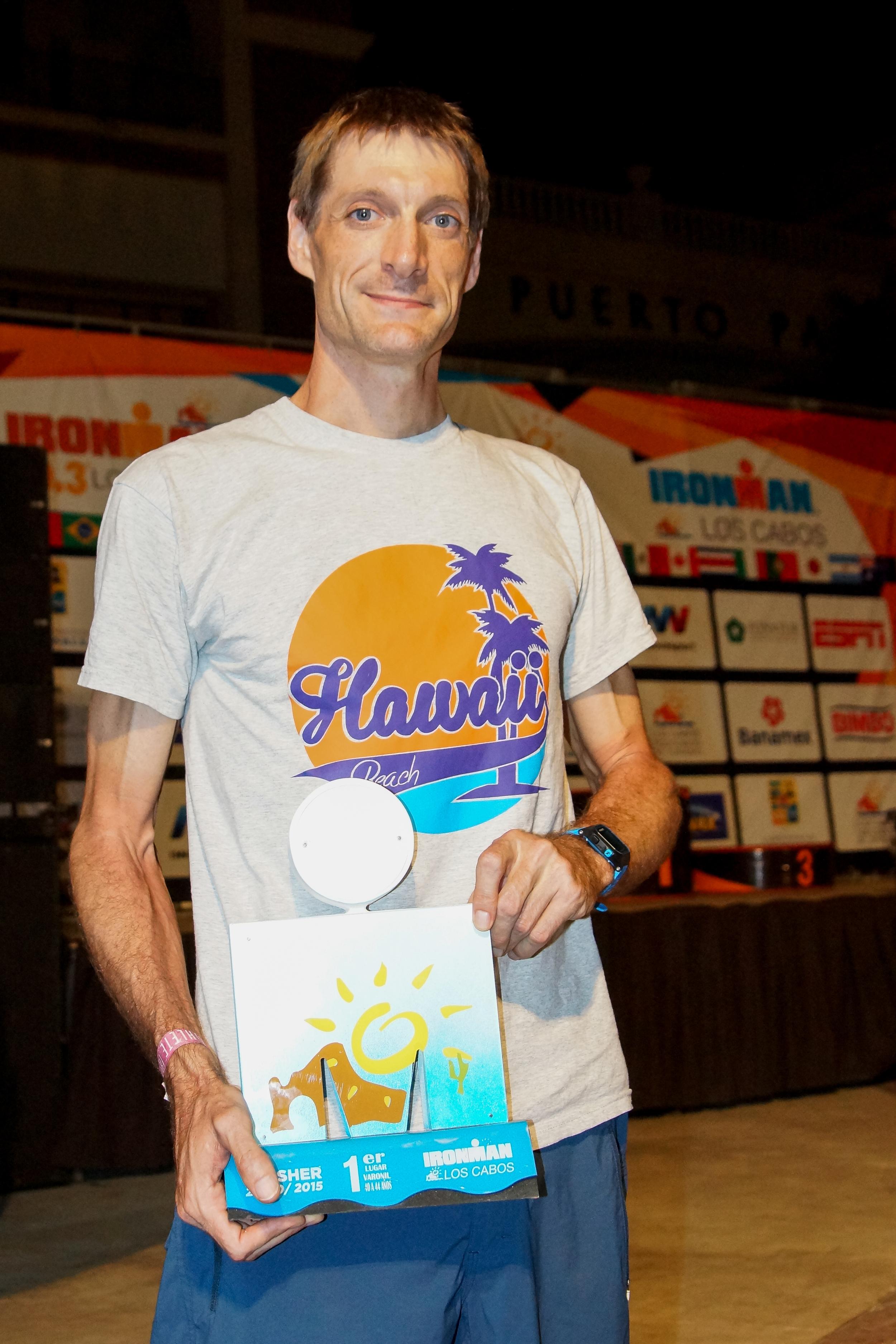 Timo Heine mit seiner Trophäe, nach seinem Sieg in Mexico (Quelle: abc-Europe/diemannschaft)
