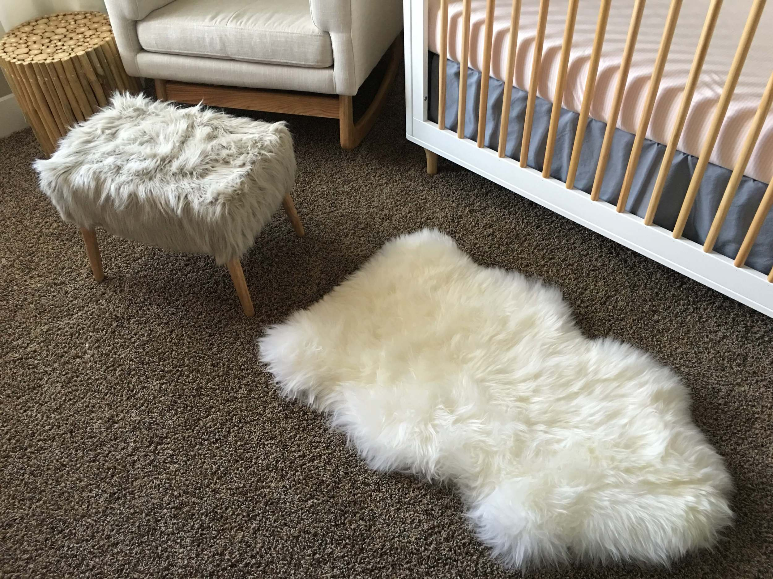 Faux fur and natural wood: my two loves