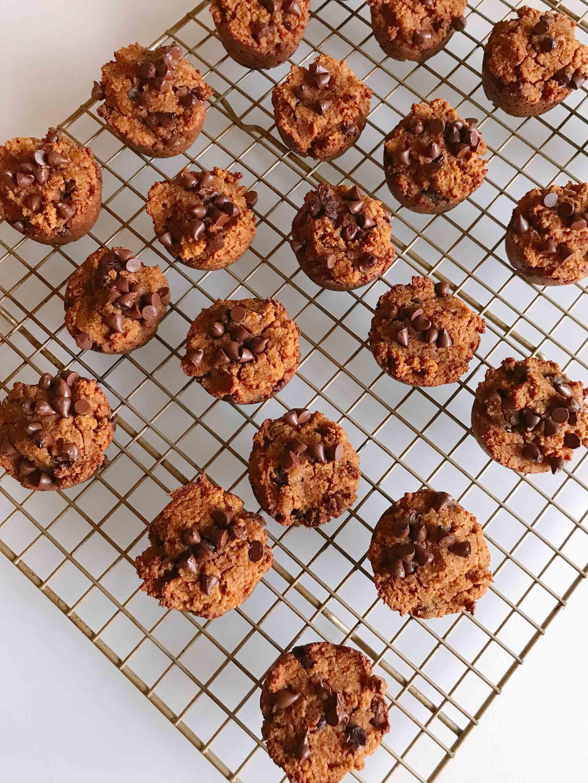ashly-locklin-paleo-pumpkin-chocolate-chip-muffins-3.jpg