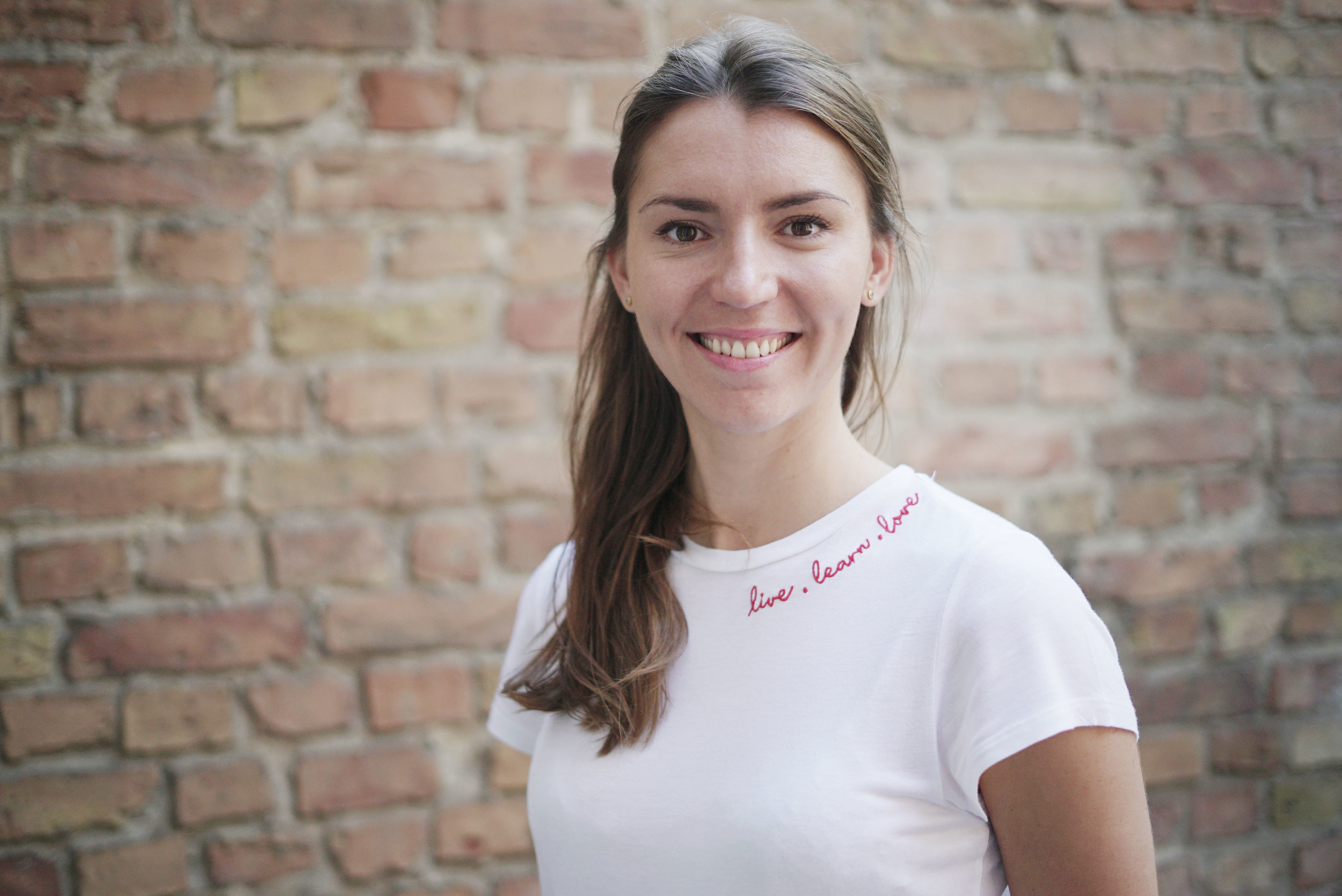 Анна Яковлева, глава HR-отдела    Adjust   . Компания имеет офисы по всему миру и занимается анализом активности в мобильных приложениях.
