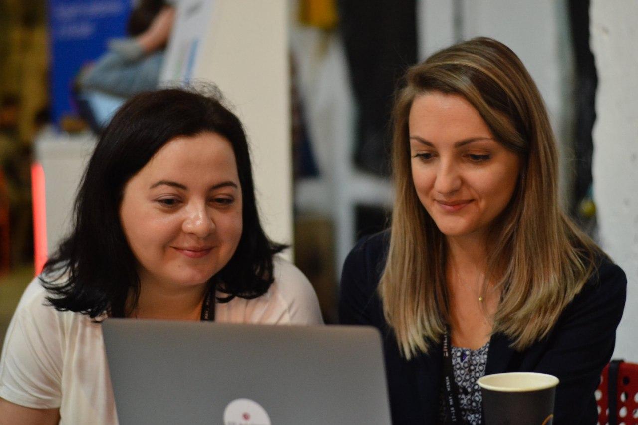 Елизавета и Елена Белоусова, консультант EP Advisory, на конференции Emerge